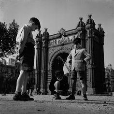 """""""Arco del Triunfo"""", Francesc Català-Roca, Barcelona, 1950."""