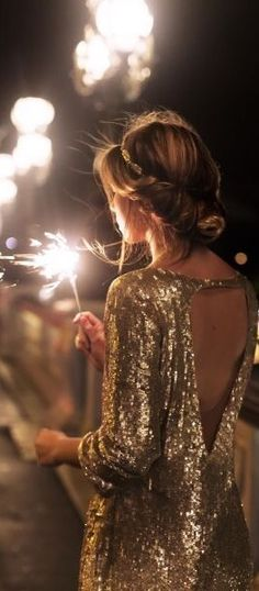 We can't think of a better time to wear a sequin wedding dress than on New Years Eve. Check out these other NYE wedding tips! Glamour Party, New Years Wedding, New Years Eve Weddings, New Years Outfit, New Years Eve Outfits, New Years Dress, New Years Eve Outfit Ideas Winter, Gold Outfit, Gold Dress