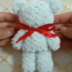 DIY Papier Simple teddy bear # Bear Buying Clothing When Christmas Shopping Article B Valentines Bricolage, Valentine Day Crafts, Yarn Crafts For Kids, Diy And Crafts, Kids Diy, Diy Crafts Hacks, Diys, Big Paper Flowers, Diy Y Manualidades