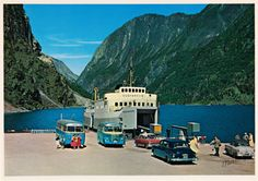 Eit sommarminne frå Gudvangen i Aurland kommune. Dette er eit postkort frå 1965. Den raude og kvite bilen midt i biletet tilhøyrde postkortf...