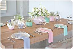 Spring Brunch Table Setting Vases Ideas For 2019 Brunch Table Setting, Easter Table Settings, Brunch Party Decorations, Table Decorations, Modern Napkins, Bridal Shower Menu, Pastel Decor, Pastel Fashion, Table Set Up