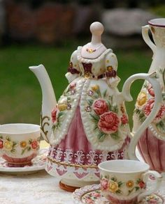 Chocolate Cupcakes and Chocolate Bar; Vintage MSFT Teapot Cupcake Teapot Vintage Main Street Store Front Teapot Vintage Figural Teapot