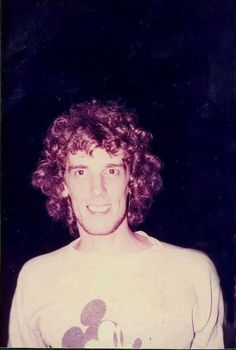 Image uploaded by Sol. Find images and videos about luis alberto spinetta, flaco spinetta and flaco eterno on We Heart It - the app to get lost in what you love. Recital, Rock Argentino, Divas, Musical, 2 Colours, Rock Music, Wall Collage, Rock N Roll, Illustrators