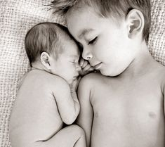 great newborn and sibling photo ideas.