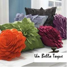 Cojines Decorativos: Variados Modelos de Cojines decorativos, se confeccionan en distintas telas, tamaños y formas. Con flores en fieltr...