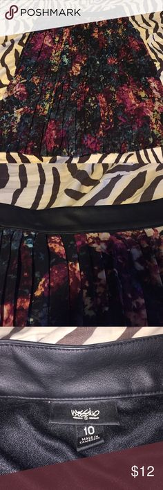 Mossimo Floral Pleated Skirt - 10 This is in excellent condition from a smoke and pet free home. Mossimo Supply Co Skirts Midi