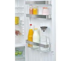 Funkcjonalna i elegancka karafka na wodę z serii Basic. Specjalnie zaprojektowane zamknięcie otwiera się niezależnie od strony w którą pochylimy karafkę.  Naczynie to doskonale nadaje się do zimnych napojów, soków oraz wody.