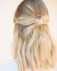hair bun styles hair jewellery hair styles for short hair hair jewellery swept wedding hair style wedding hair hair styles for medium length hair and makeup cost Pretty Hairstyles, Easy Hairstyles, Casual Hairstyles, School Hairstyles, Cabelo Inspo, Corte Y Color, Hair Accessories For Women, Fashion Accessories, Hair Ties