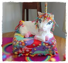 The Quick Unpick: The Rainbow Unicorn Cake semi-tute - definitely too hard for me but has some good ideas for a unicorn-themed party Unicorn Birthday, Unicorn Party, Baby Birthday, 5th Birthday Party Ideas, Cool Birthday Cakes, Birthday Parties, Beautiful Cakes, Amazing Cakes, Unicorn Foods