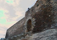 Puerta de la muralla para entrar a Monsaraz. | Flickr - Photo Sharing!