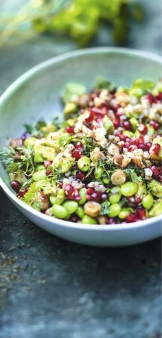 Recipe Edamame salad with wheat, pomegranate, avocado, hazelnuts and chervil - recipes Starters - Picard - Entrées - Raw Food Recipes Spinach Recipes, Raw Food Recipes, Veggie Recipes, Salad Recipes, Vegetarian Recipes, Cooking Recipes, Healthy Recipes, Edamame Salad, Food Dinners