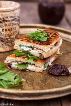 Croque-monsieur chutney de figues - The croque-monsieur is available in veggie mode! - She at the Table - Trend Holiday Popcorn 2020 Vegetarian Recipes, Snack Recipes, Cooking Recipes, Healthy Recipes, Chutney Sandwich, Antipasto, Cheese Snacks, Good Food, Yummy Food