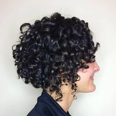 50 Short Curly Hairstyle Ideas to Step Up Your Style Game haar ideen 50 Short Curly Hair Ideas to Step Up Your Style Game Cute Short Curly Hairstyles, Permed Hairstyles, Hairstyles With Bangs, Pretty Hairstyles, Easy Hairstyles, Hairstyle Ideas, Thin Curly Hair, Curly Hair With Bangs, Curly Hair Styles