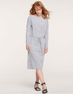 Платье с вырезом на спине и поясом