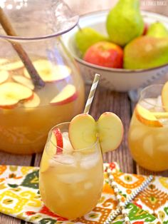 Apple Pie Punch by thecookierookie: Autumn in a glass. Alcoholic and Non-Alcoholic versions!  #Punch #Apple_Pie