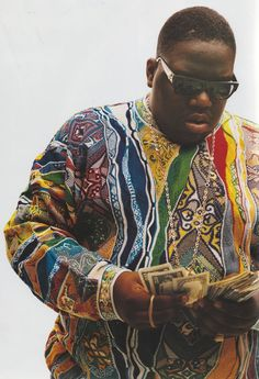 Christopher George Latore Wallace (May 1972 – March better known by his stage names The Notorious B.G, Biggie, or Biggie Smalls was an American rapper. He is consistently ranked as one of the greatest and most influential rappers of all time. Mode Hip Hop, 90s Hip Hop, Hip Hop Rap, Biggie Smalls, Roller Disco, Hip Hop Artists, Music Artists, Arte Do Hip Hop, Doja Cat