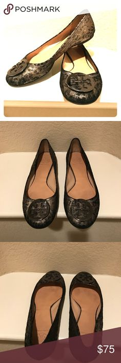 Tory Burch metallic flats Lightly worn, super comfortable classic Tory Burch flat with a metallic flair! Tory Burch Shoes Flats & Loafers