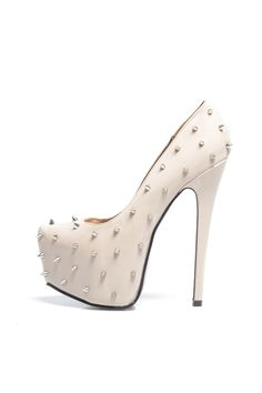 Nude spiked pumps<3