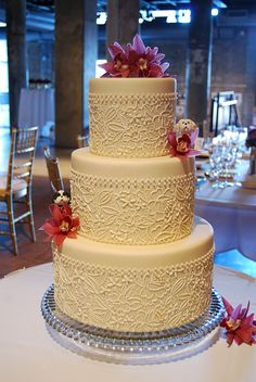 The detailing on this cake is so beautiful!
