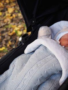 Meillä ei ollut vauvalle pitkää hankintalistaa, koska olin säästänyt kaikki isoveljen vauvatarvikkeet. Syysvauvan kanssa tarpeet ovat ku...