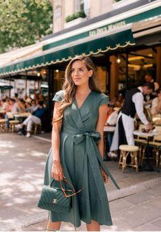 A Sunday in Saint Germain, Paris - Gal Meets Glam - Sommer Kleider - Blusa Feminina Short Beach Dresses, Sexy Dresses, Beautiful Dresses, Casual Dresses, Work Dresses, Classic Dresses, Paris Dresses, Sweater Dresses, Mini Dresses