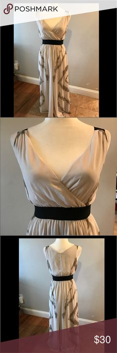 Beautiful dress by Express 🎀offers welcome🎀 Gorgeous dress by Express. Fully lined.  Xsmall. Fits size 2. Smoke free home.  Next day shipping. Please feel free to ask any questions. Thank you for shopping my closet. Offers always welcome❤️ Express Dresses
