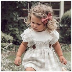 Baby Bow Club | Simple stylish bows // Happy Friday mamas  A little magic to start your weekend  Lily in our March linen coming to your mailbox really soon! . Our giveaway ends tonight!! If you havent entered check our post a couple of pics back. I cant wait to share the winners tomorrow