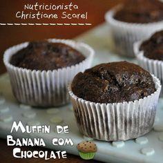 Que tal uma receitinha para variar a lancheira das crianças? Anotem aí: ---> Muffin de Banana com Chocolate <--- Ingredientes: - 3 bananas bem maduras - 1/2 xícara de óleo vegetal - 2 ovos - 1/2 xícara de açúcar mascavo - 1 e 2/3 de xícara de farinha de trigo - 3 colheres de sopa de cacau em pó - 1 colher de chá de bicarbonato de sódio --------------- Modo de fazer: Pré-aqueça o forno em temperatura média (180ºC). Em uma tigela amasse as bananas e misture-as com o óleo os ovos e o açúcar…