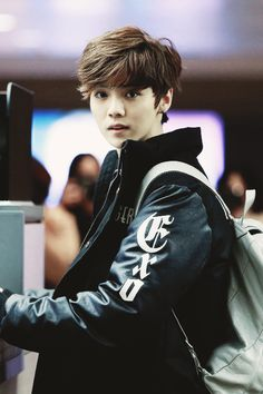 It's not me LUHAN...psycho fans took a pic of you, I'm just borrowing!!!