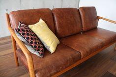 村澤一晃さんデザインのPePe sofa 3P 宮崎椅子製作所 チェリー材 オイルレザーソファ