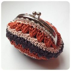 Sweet vintage wallet made by Sweetcrochet.nl