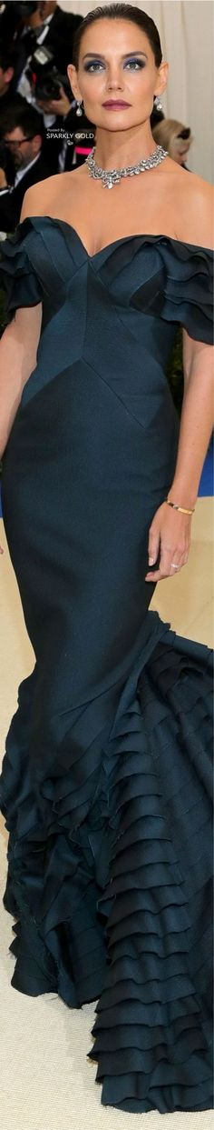 Katie Holmes/Met Gala 2017 (Zac Posen). Wow, she looks so elegant. STUNNING gown.