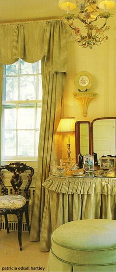 41 Fashionable Decor Ideas For You This Winter - Home Decoration Experts Dressing Table Room, Valance Curtains, Valances, Pelmets, Green Home Decor, Sewing Rooms, Winter House, Boudoir Photos, Villa