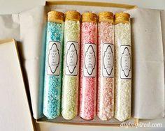 Sais de banho coloridos e artesanais