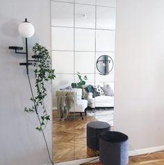 Billedresultat for lots spegelvägg Mirror Decor Living Room, Bedroom Decor, Hack Ikea, Diy Mirror, Ikea Mirror Ideas, Mirror Tiles, Living Room Carpet, New Room, Room Inspiration