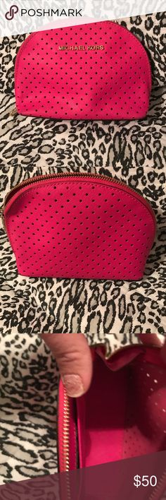 💜💜Michael Kors Cosmetic Bag💜💜LOWEST 💜💜Michael Kors Cosmetic Bag💜New without tags💜Never used💜Authentic Michael Kors Makeup