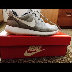 Nike Rosche Runs Stylish and comfy runners. Great for indoor training and casual wear on a day out. Brought brand new from department store, only minor tear on left shoe. Comes in original Nike box. 100% genuine. Nike Shoes