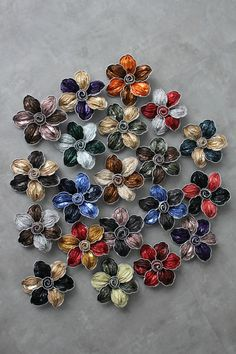 upcycling my nespresso pods? WHO KNEW? Dosette Nespresso, Crafts To Sell, Diy And Crafts, Jewelry Art, Jewelry Design, Nail Polish Crafts, Coffee Pods, Bijoux Diy, How To Make