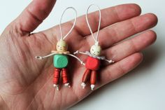 Inspired by vintage crib toys: A little wooden bead friend for Arthur's Birthday Bear! Hat Crafts, Diy And Crafts, Crafts For Kids, Arts And Crafts, Wooden Crafts, Girl Scout Swap, Girl Scouts, Worry Dolls, Girl Scout Crafts