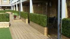 Artificial boxwood hedging used as an instant screen for individual balcony areas Artificial Hedges, Artificial Boxwood, Artificial Plants, Small Front Gardens, Natural Stone Wall, Planting Shrubs, Buxus, Diy Pergola, Pergola Ideas