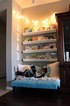 25 Relaxing and Cozy Reading Corners Wondering how to make the cutest little kids' reading nook? To create a budget-friendly reading corner for her kids, this clever mom repurposed rain gutters and end caps from Home Depot to make book shelves. Reading Nook Kids, Cozy Reading Corners, Cozy Corner, Reading Wall, Kids Corner, Children Reading, Corner Wall, Childrens Reading Corner, Cozy Reading Rooms