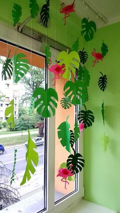 Vaiana Anniversary: Deco, sweet table and easy activities for a birthday … - Handcrafted ideas Flamingo Birthday, Flamingo Party, Dinosaur Birthday Party, Jungle Decorations, School Decorations, Hawaiian Theme Party Decorations, Jungle Party, Safari Party, Decoration Creche