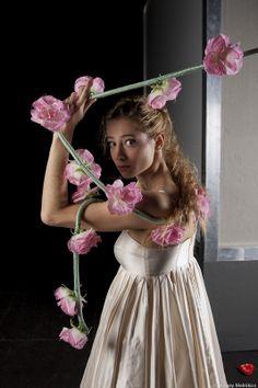 DESPERATE ALKESTIS d'Anne Bisang, 2012 © Alexey Melnikov Portraits, Crown, Jewelry, Fashion, Jewlery, Fashion Styles, Schmuck, Fasion, Jewelery