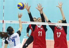 تیم ملی والیبال بانوان ایران ماریبور را شکست دادند  http://1vz.ir/133667  تیم ملی والیبال بانوان ایران در دیداری دوستانه و تدارکاتی موفق به شکست تیم باشگاهی «ماریبور» اسلوونی شد.          به نقل از سایت فدراسیون والیبال، تیم ملی والیبال بانوان ایران خود را برای حضور شایسته در پنجمین دوره جام کنفدراسیون زنان آسیا آماده می کند. این تیم از دوم مرداد ماه اردوی برون مرزی خود را در کشور اسلوونی آغاز کرده است.      ملیپوشان ایران شب گذشته (دوشنبه شب) در یکی دیگر از مسابقات دوستانه..