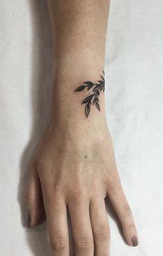 minimalist flower tattoos according to your personality #FlowerTattooDesigns