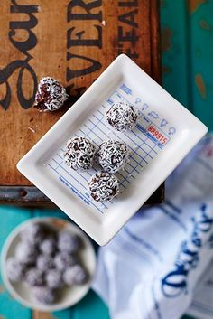 Nyttiga superfood-chokladbollar / Nyttigt ~ Recept   Leila Lindholm (leila.se)
