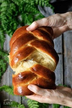 Braids How to Make Easy Challah Bread: get the recipe for this soft, sweet bread made with honey and olive oil. It's surprisingly simple to braid the 5 strands of challah dough into a stunning centerpiece for an Easter brunch or Jewish Sabbath meal! Challah Bread Recipes, Easy Bread Recipes, Baking Recipes, Brioche Bread, Best Challah Recipe, Soft Bread Recipe, Yeast Bread, Challah Bread Recipe With Honey, Challah Bread Recipe Bread Machine