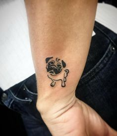 Here are the best Pug tattoos that show your true devotion: Body Art Tattoos, New Tattoos, Cool Tattoos, Tatoo Pug, Small Dog Tattoos, Tatoo Flowers, Tattoos Lindas, Small Pug, Trendy Tattoos