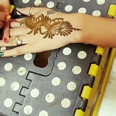 Stylish look Mehndi Design, Khafif Mehndi Design, Mehndi Designs For Kids, Latest Henna Designs, Mehndi Designs Feet, Mehndi Designs Book, Finger Henna Designs, Mehndi Designs For Beginners, Mehndi Design Photos, Unique Mehndi Designs
