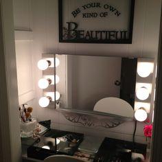 Bedroom closet transformation signs ideas for 2019 Vanity Makeup Rooms, Closet Vanity, Vanity Room, Diy Vanity, Vanity Ideas, Closet Bedroom, Bedroom Decor, Bedroom Stuff, Master Closet
